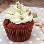 Receita de Red Velvet Cupcakes {cream cheese frosting + salted pistachios}