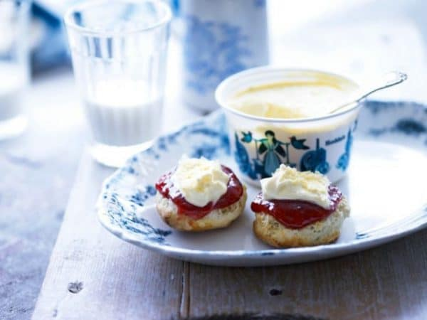 roddas-cream-tea-with-pot-784x588