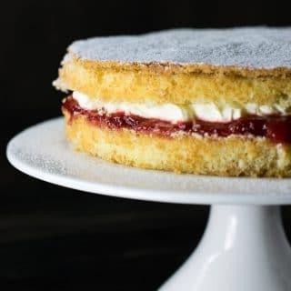 Receita de Victoria Sandwich {Bolo Esponja da Rainha Victoria}   Inglês Gourmet