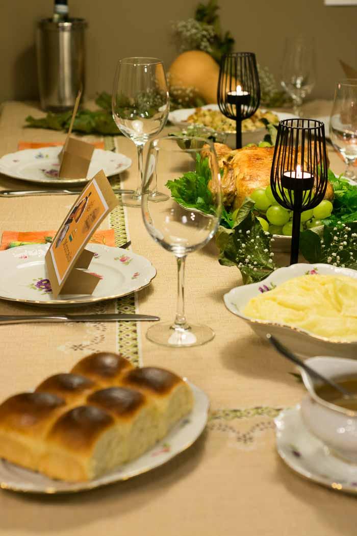 Pães em mesa de Thanksgiving